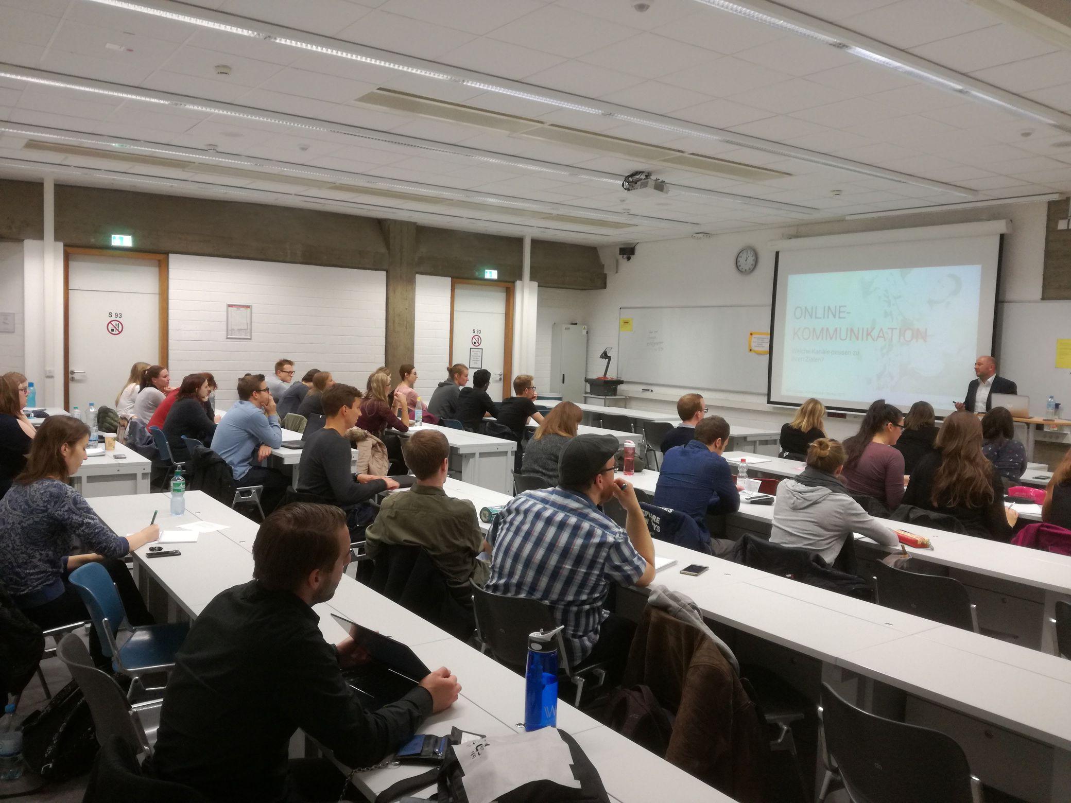 Kim Weinand spricht auf der 17. Career-Week - Google Zukunftswerkstatt zu Gast in der Universität Köln